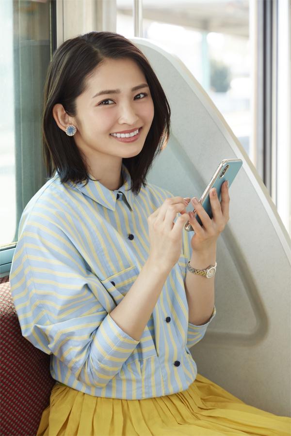 会員数が35万人を突破した書籍要約サイト「フライヤー」 読書好きで有名な岡本玲のテレビCM解禁!