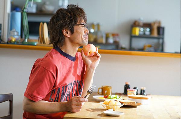 「きのう何食べた?」第8話 すれ違う史朗(西島秀俊)と賢二(内野聖陽)を繋ぐ愛情たっぷりの桃とは