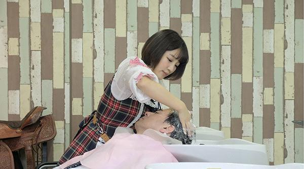 「癒されたい男」第8話 スイカップの美容師・ロリ田パイ子(天木じゅん)を前に妄想する秋山は…