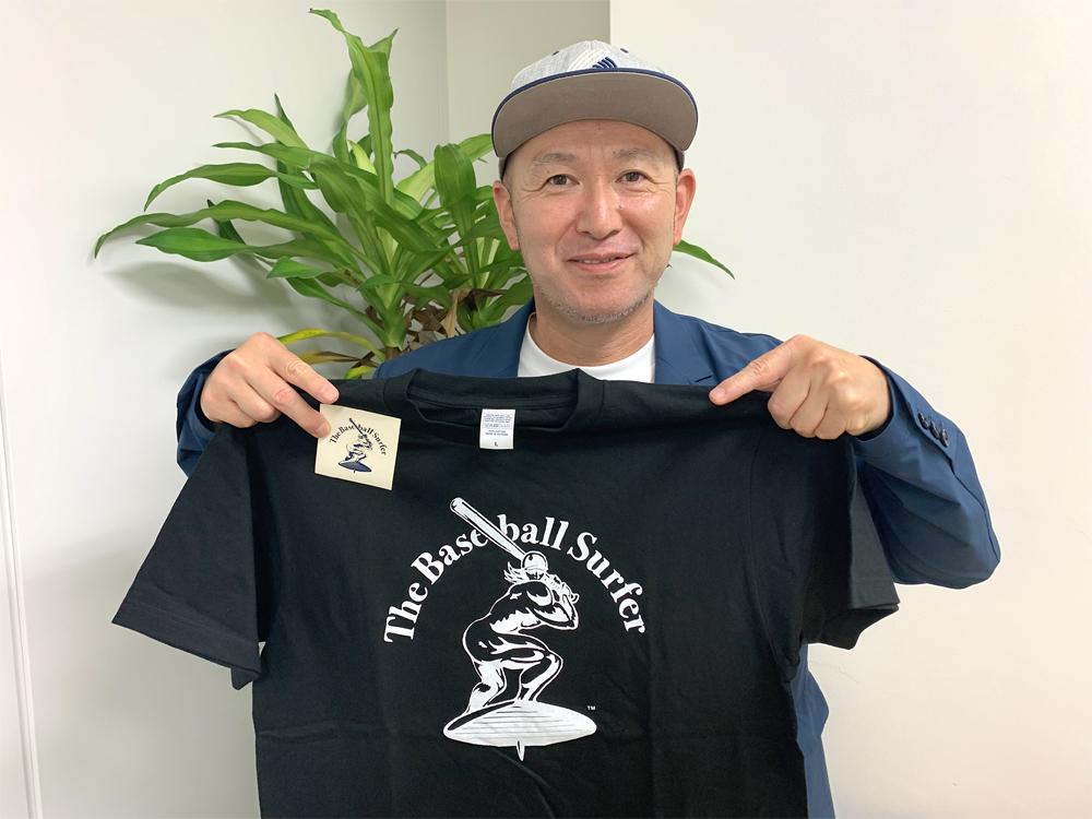 元横浜ベイスターズの古木克明さんが手掛けるThe Baseball SurferのTシャツ(ステッカー付き)を抽選で3名様にプレゼント!