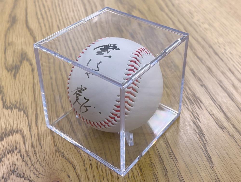 愛甲猛さんの直筆サイン入りボール